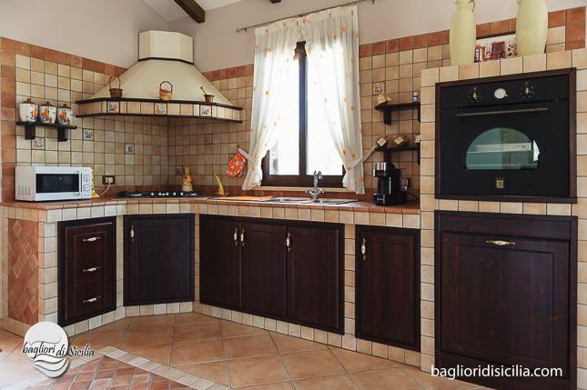 Cucina muratura passione e tradizione realizzazioni in sicilia - Cassetti per cucine in muratura ...