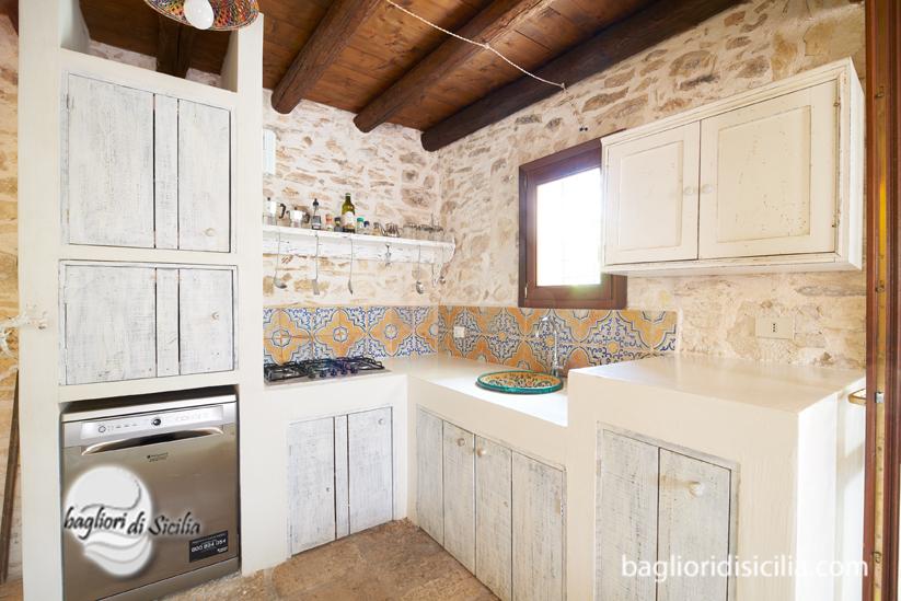 Tre consigli per arredare la cucina in stile siciliano con gusto