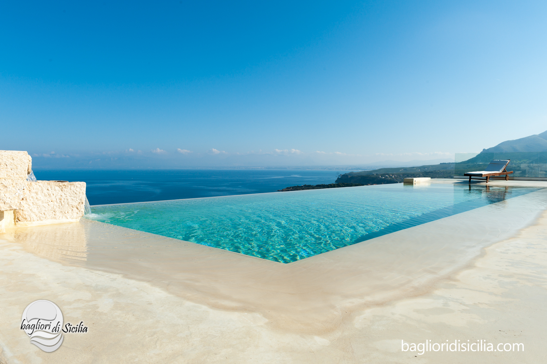 Differenza tra piscina a skimmer e sfioro quale scegliere - Immagini di piscine ...